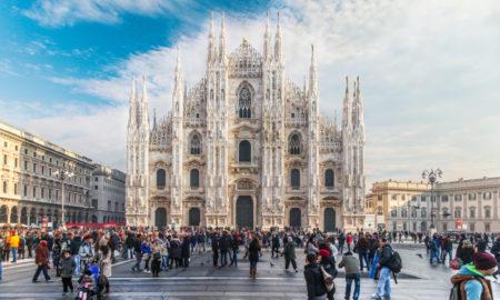 Duomo di Milano con folla