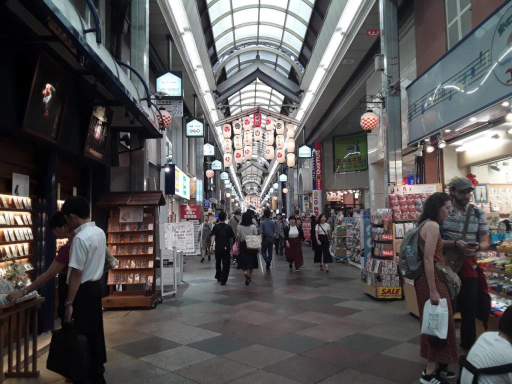 Kyoto - L'affollato mercato di Nishiki