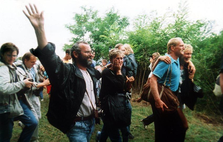 Picnic paneuropeo di Sopron, 19 agosto 1989 - Cittadini della DDR passano il confine austro-ungarico