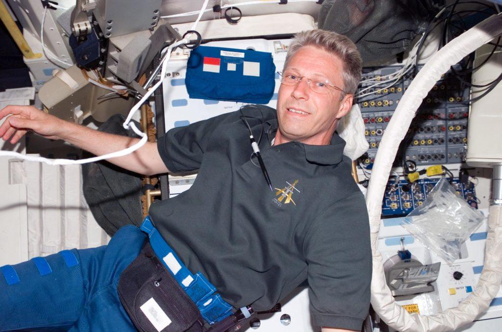 L'astronauta Thomas Reiter il 5 luglio 2006 a bordo dello Shuttle Discovery durante la missione STS-116
