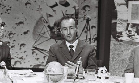 Eugenio Bigatto durante la trasmissione RSI dell'allunaggio di Apollo 11