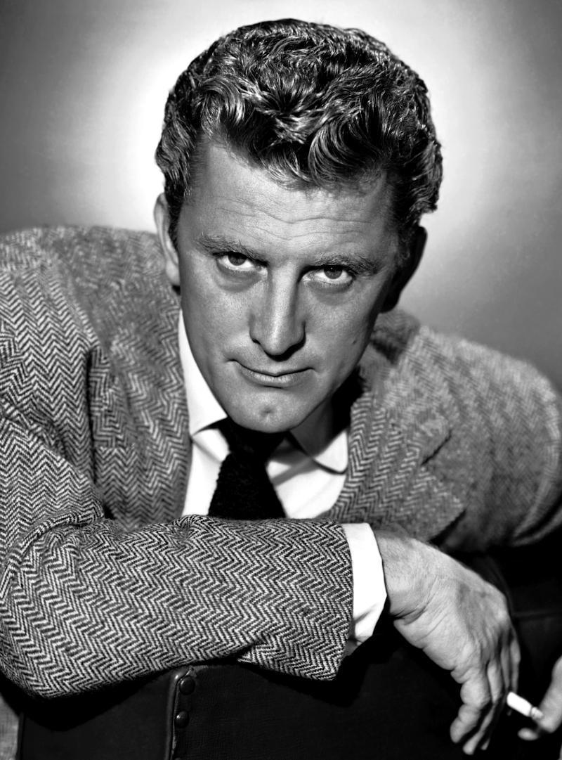 Kirk Douglas in un'immagine del 1955