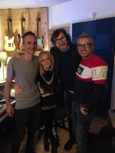 Rita Pavone con (da sinistra) Giorgio Merk, Claudio Cecchetto e Filadelfo Castro