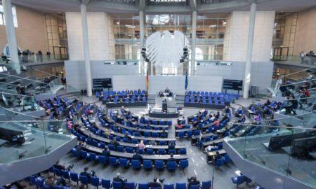 Seduta plenaria del Bundestag tedesco sulle conseguenze della pandemia di coronavirus.