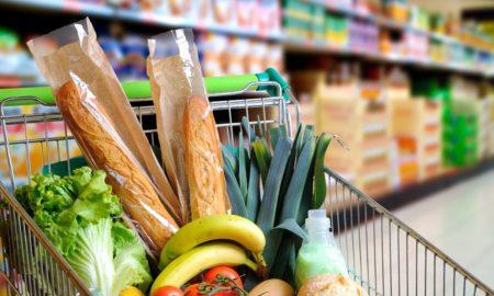 Carrello del supermercato con la spesa