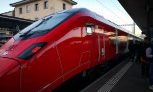 Treno ad alta velocità Giruno fermo alla stazione FFS di Mendrisio