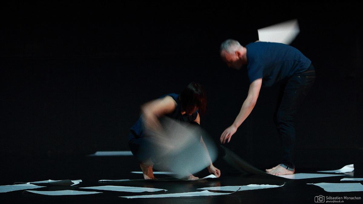 Una scena dallo spettacolo Morphoses con i danzatori Corinne Rochet e Nicholas Petit