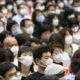 Giapponesi con mascherine