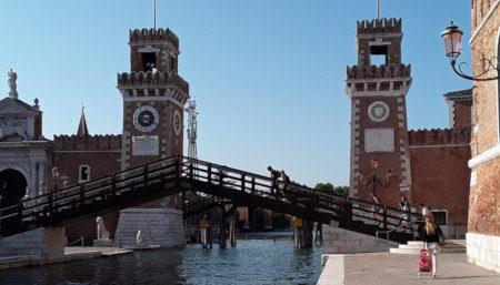 Venezia - L'Arsenale con il Ponte del Paradiso