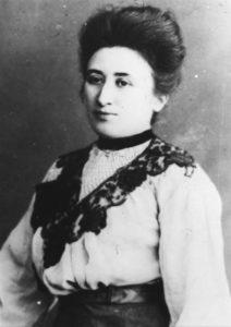 Rosa Luxemburg in una fotografia del 1915
